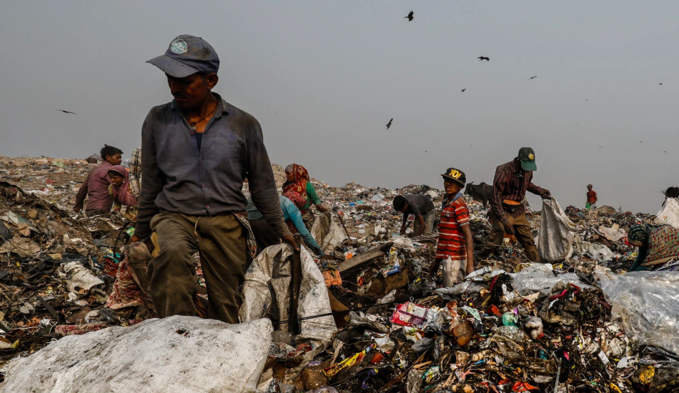 World Agrees To Pact to Control Solid Waste, U.S. Not A Party